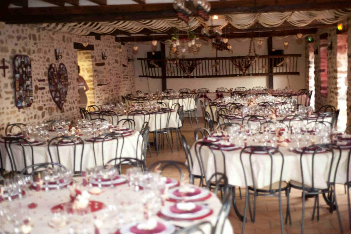 Burgundy & white's wedding